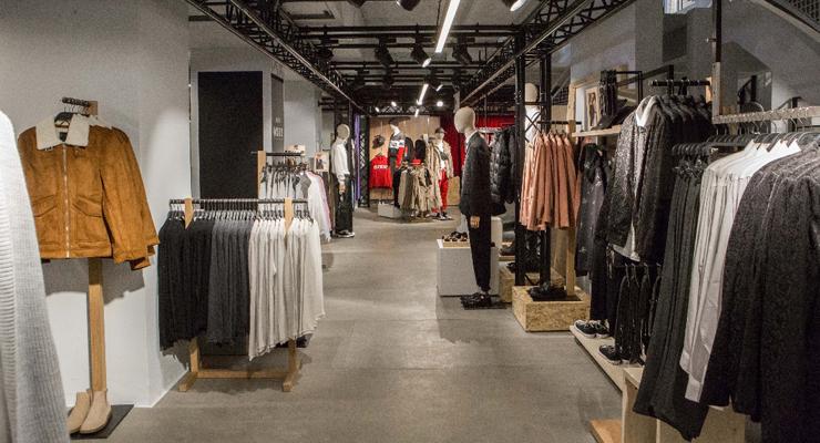 Bershka inaugura a roma il pop up store pi grande al for Bershka via del corso
